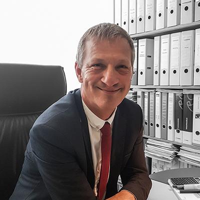 Geschäftsführer der IMAGE Marketing GmbH in Kiel an seinem Schreibtisch in seinem Büro