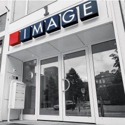 Der Eingang der Werbeagentur IMAGE Marketing GmbH im Königsweg 1 in 24103 Kiel